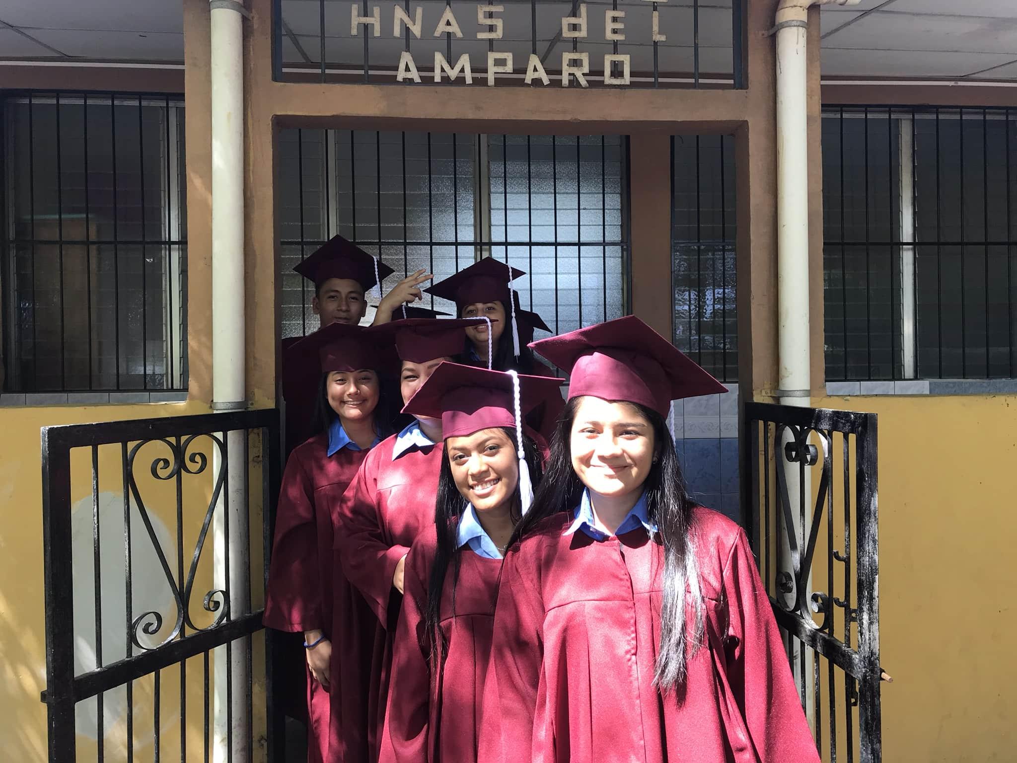 Schulabschluss der 9. Klasse der Bilingual Schule Sta. Monica